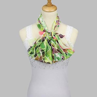 52cc5adbe5d9 Sára színes mintás női kendő zöld alapon – Női divat webáruház!