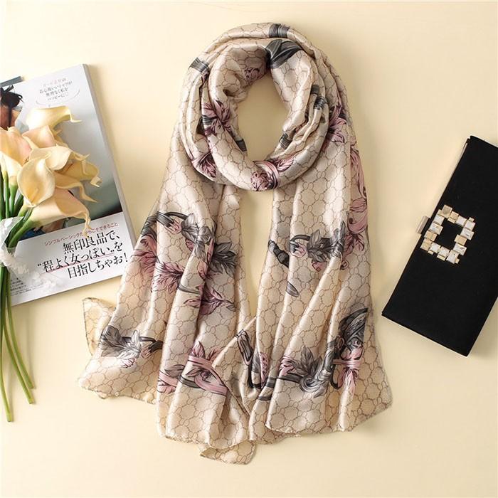 ab218b9d2b Réka, virág mintás minőségi selyem női kendő – Női divat webáruház!